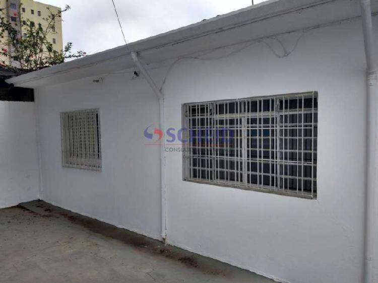 Casa térrea em rua fechada de condomínio