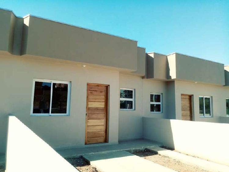 Casa para venda tem 50 metros quadrados com 2 quartos em