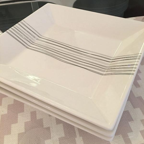 Conjunto de pratos de porcelana sobremesa