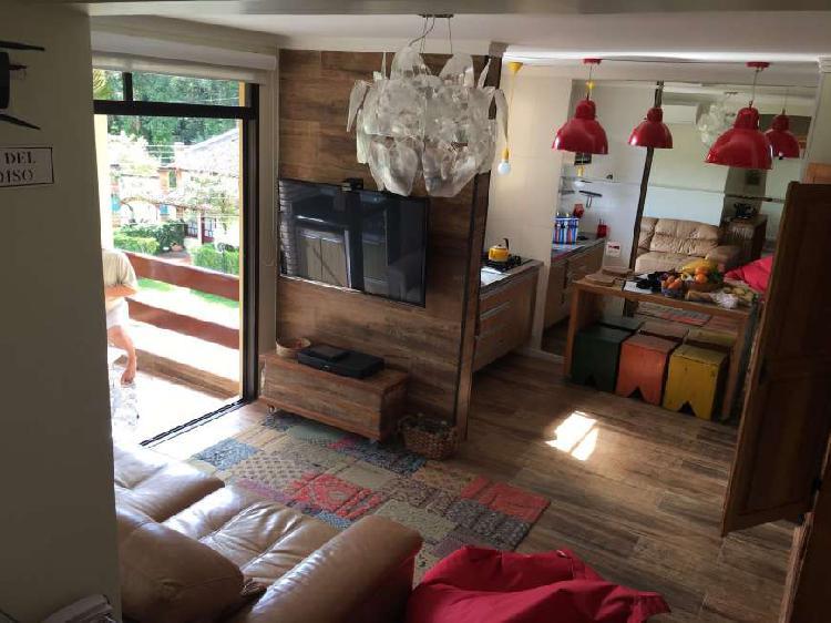 Duplex 2 suites impecavel, mobiliado e reformado.