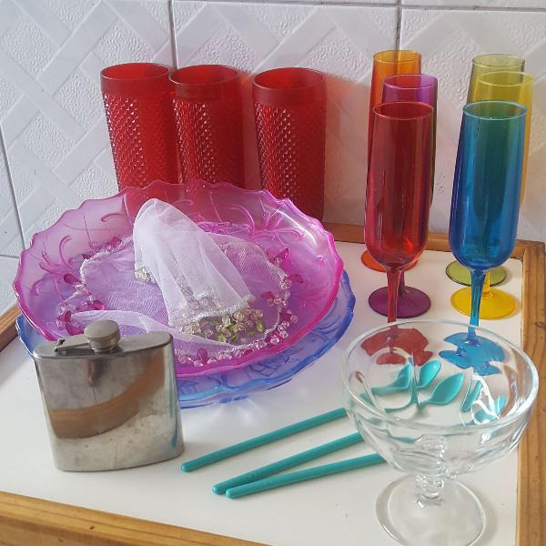 Copos taças bandejas de acrílico ( 17 peças)