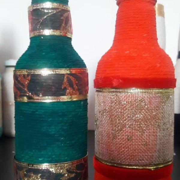 Garrafas natalinas verde e vermelha
