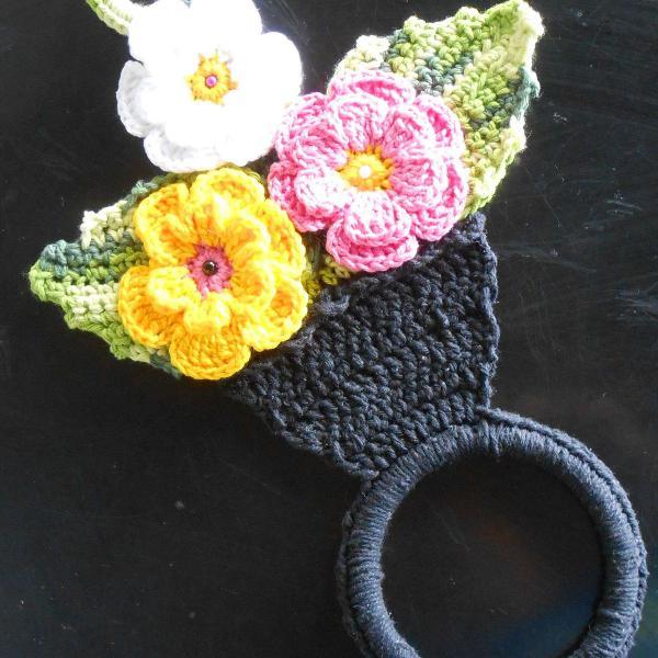 Porta pano de prato em crochê com flores