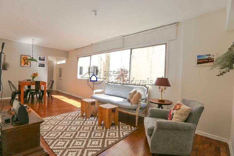 Charmoso apartamento com ótima localização na rua bela