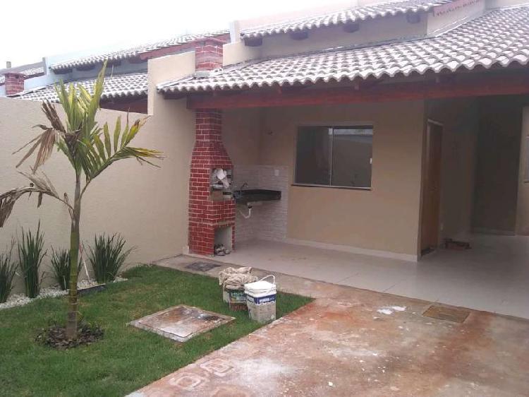 Linda casa quintal grande , churrasqueira , garagem coberta