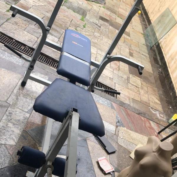 Estação de musculação semi novo