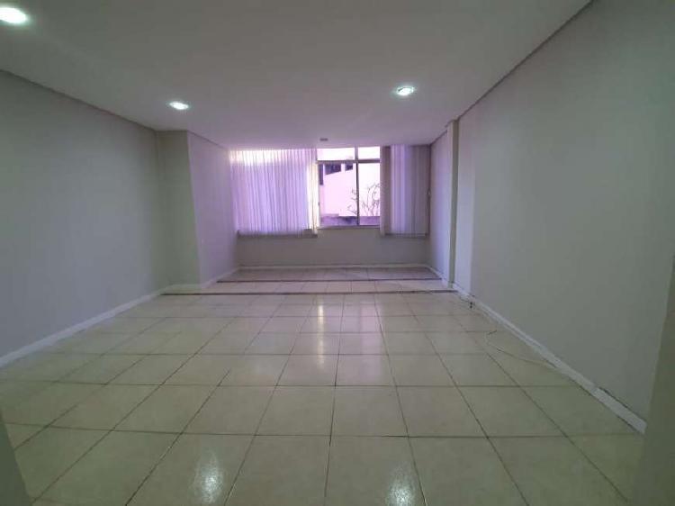 Apartamento à venda na graça 2(dois) quartos sendo 1(uma)
