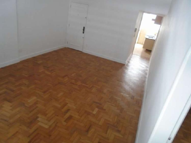 Apartamento para aluguel tem 61 metros quadrados com 1