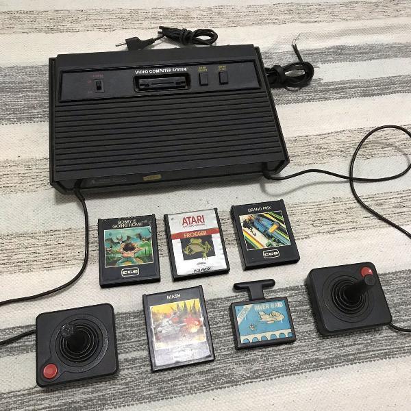 console atari 2600 2 controles5 cartuchos de jogos