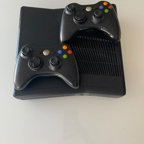 Xbox 360 + dois controles + 15 jogos