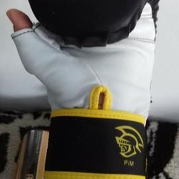 Luva de boxe bate saco pretorian preta e amarela seminova