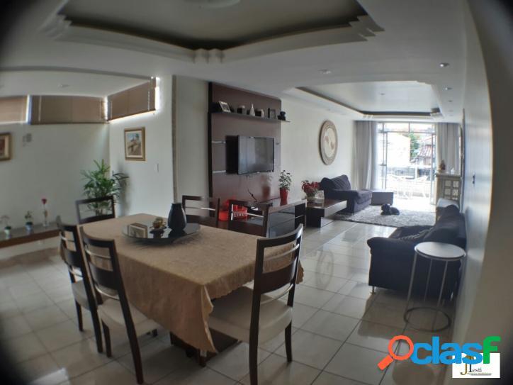 Linda área privativa, com 230m², um apartamento por andar, 2 suites, 4 quartos, fino acabamento, varanda