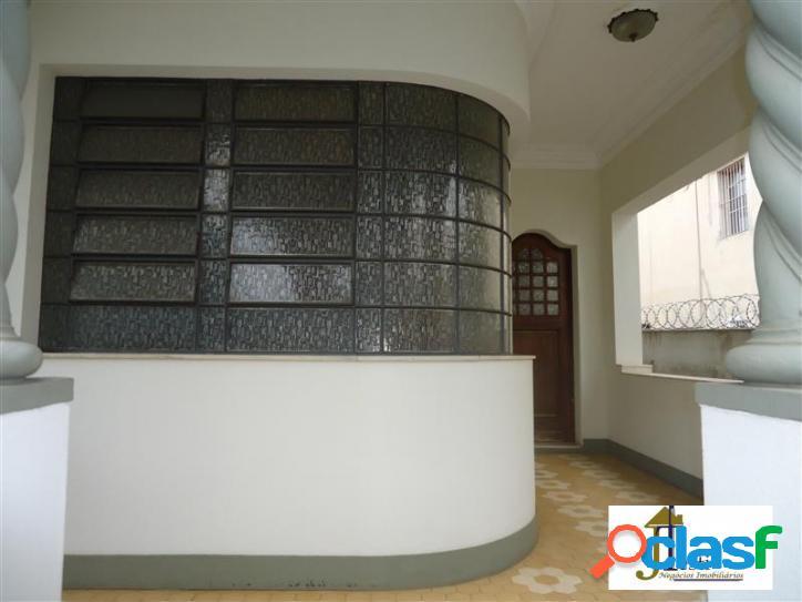Linda casa estilo clássica, 4 quartos, 3 vagas, muito conservada- floresta