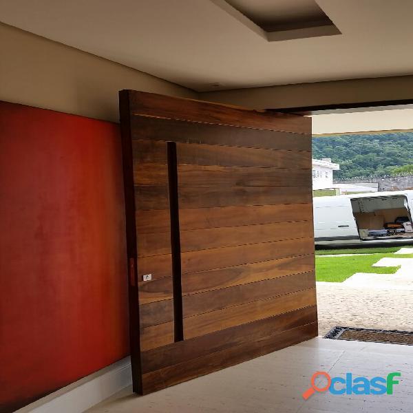 Quer comprar portas de madeira?