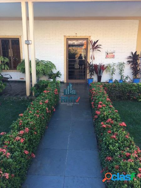 Alugo casa contendo 6 quartos, próximo a isaac povoas, toda reformada.