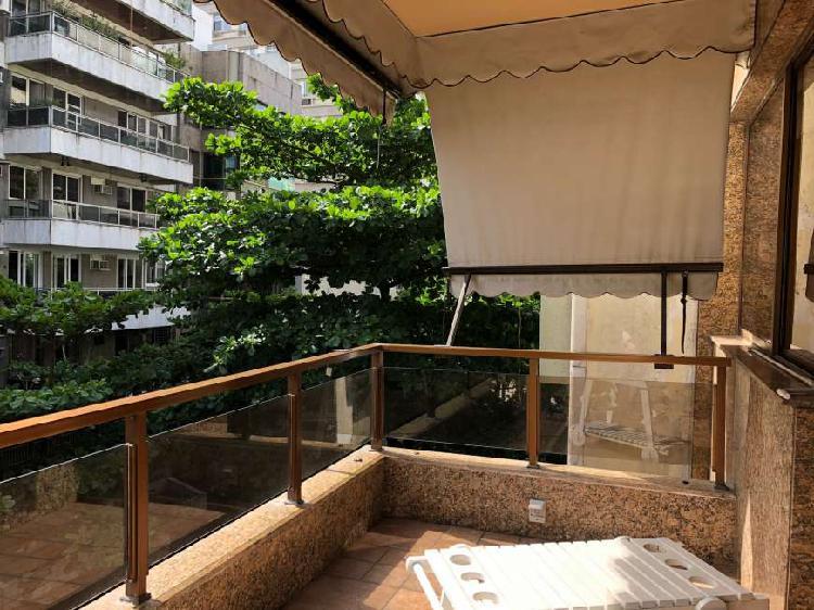 Apartamento para venda com 165 metros quadrados com 3