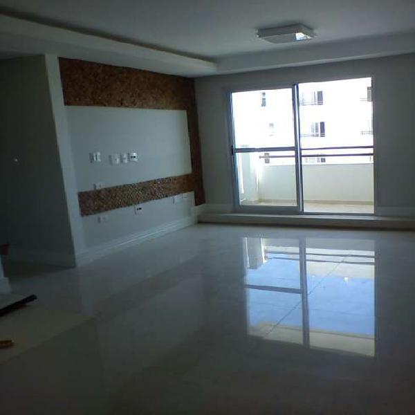 Apartamento para venda tem 77 metros quadrados com 3 quartos