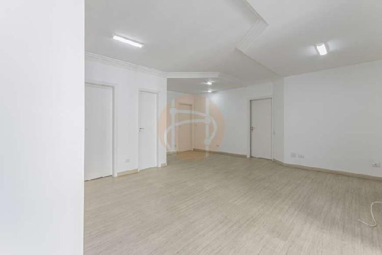 Apartamento com 3 suítes, reformado, próximo a ótimas
