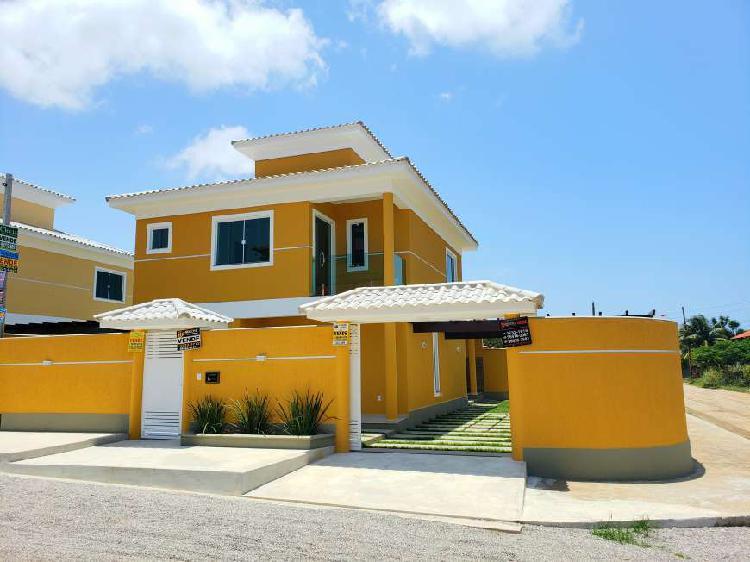 Casa duplex a venda em itaipuaçu com 3 quartos sendo 2
