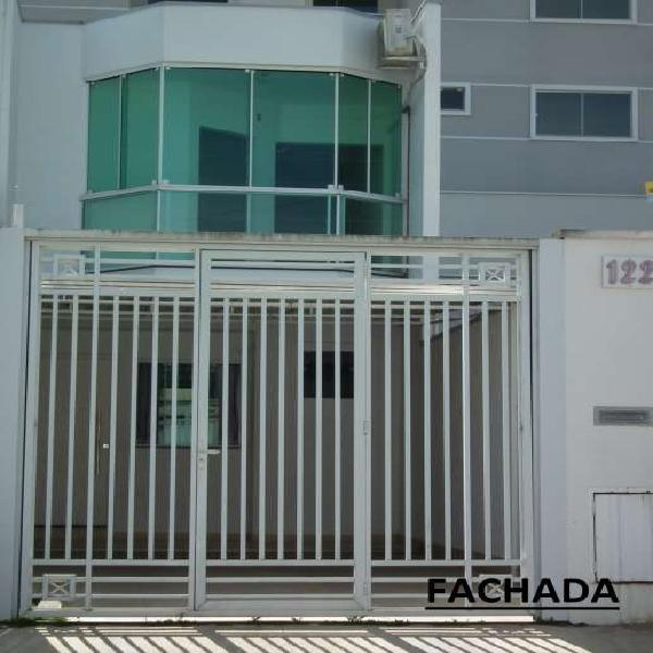 Casa para venda tem 110 metros quadrados com 3 quartos em