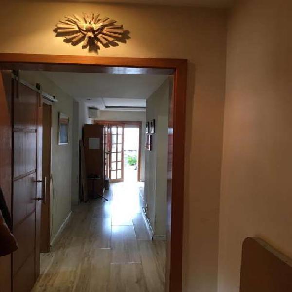 Cobertura para venda tem 130 metros quadrados com 3 quartos