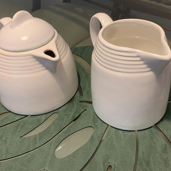 Bule para café e leite e açucareiro
