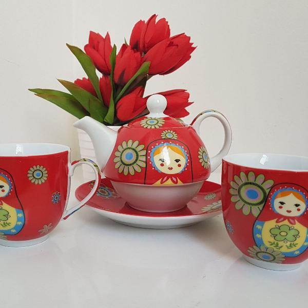 Chá com matrioskas
