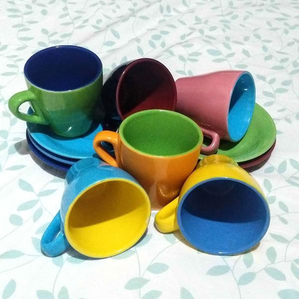 jogo xícaras coloridas