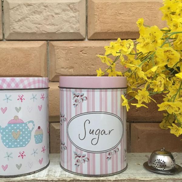 Latas para chá e açúcar rosa retrô