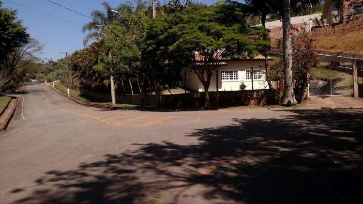 Casa estilo chácara em condomínio por r$ 1.300.000,00