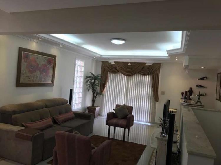 Casa para venda possui 240 metros quadrados com 3 quartos em