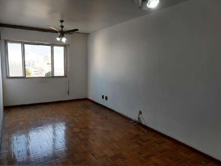 Méier. 2 quartos, salão, cozinha, banheiro, área de