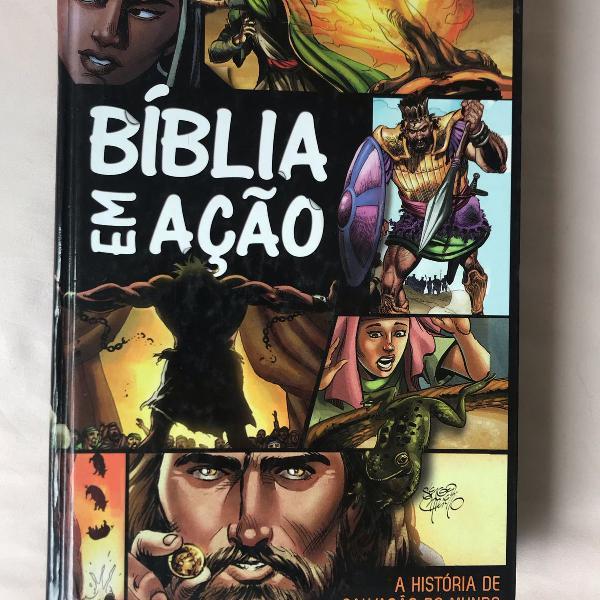 Livro bíblia em ação