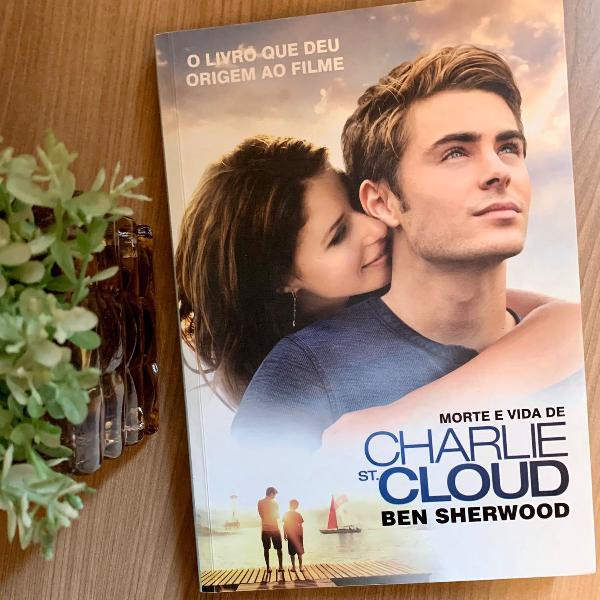 """Livro """"morte e vida de charlie st. cloud"""" - ben sherwood."""