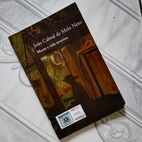 Livro: morte e vida severina, de joão cabral de melo.
