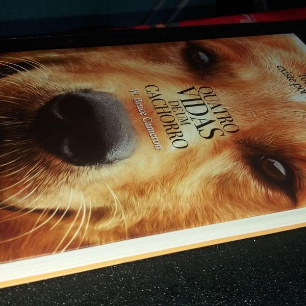 Livro: quatro vidas de um cachorro