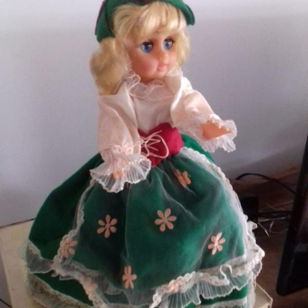 Boneca antiga - anos 80 - roupa custara a mão