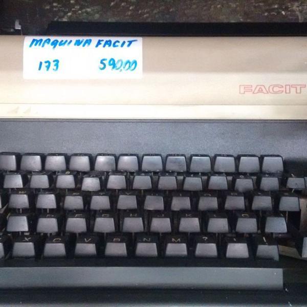 Maquina de escrever profissional facit