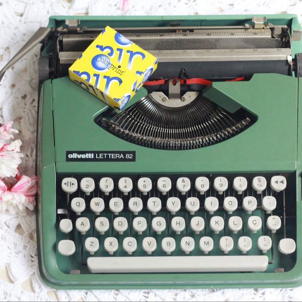 Máquina de escrever/ datilografia olivetti lettera
