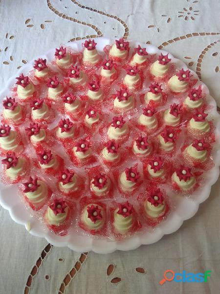 Salgados bolos e doces para festas