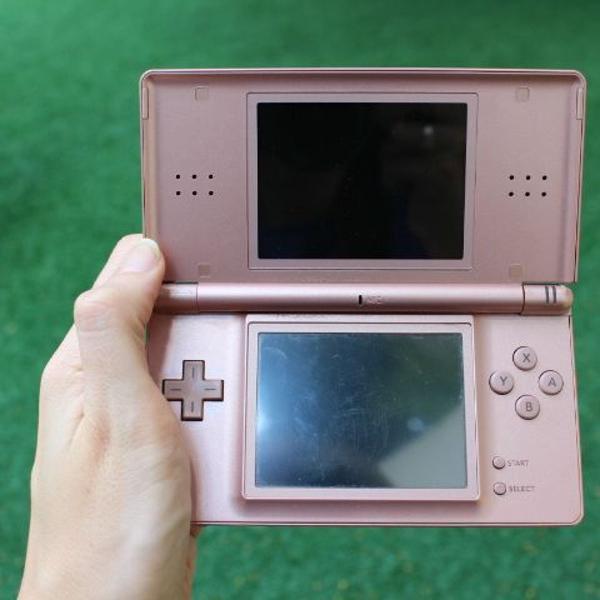 Nintendo ds lite c/ 55 jogos no r4