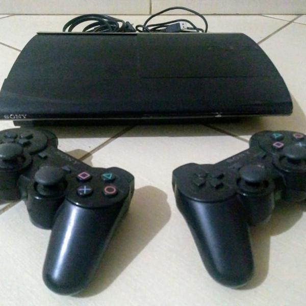 Playstation 3 ultra slim + 2 controles + cabos
