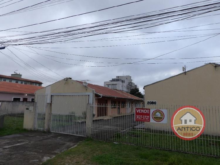Casa em condomino fechado - 02 quartos- área de serviços -