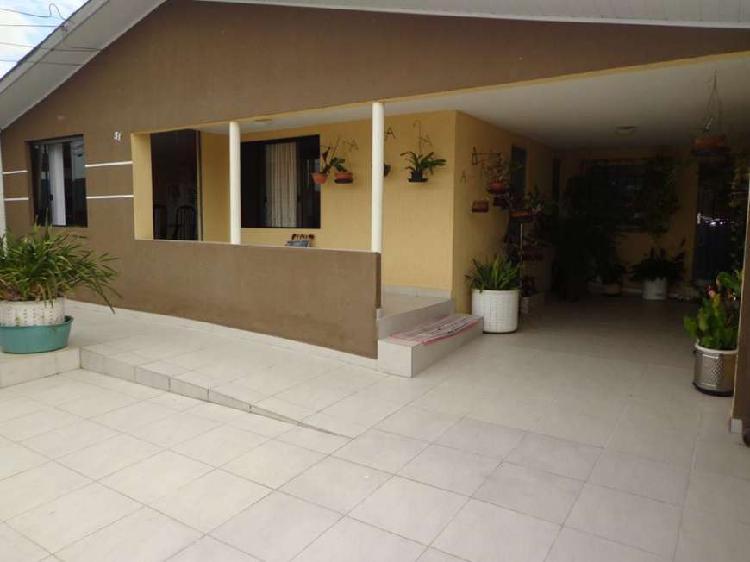 Casa para venda com 200 metros quadrados com 3 quartos em