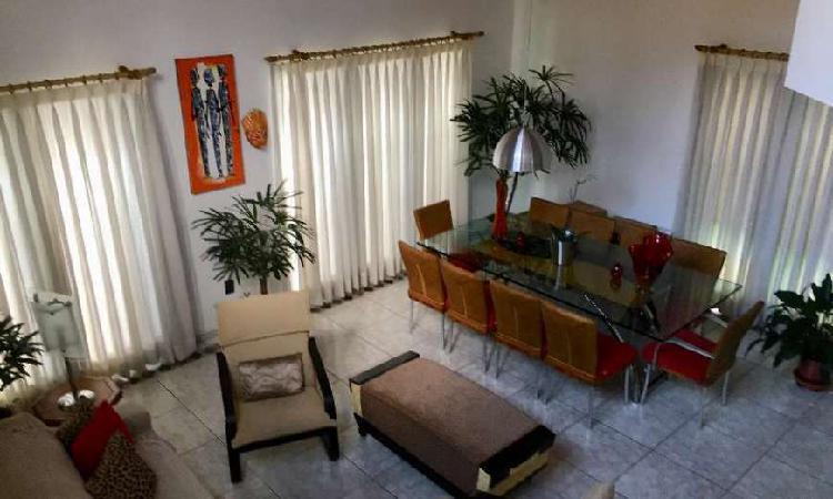Casa de 225 metros quadrados no bairro Adalgisa com 3