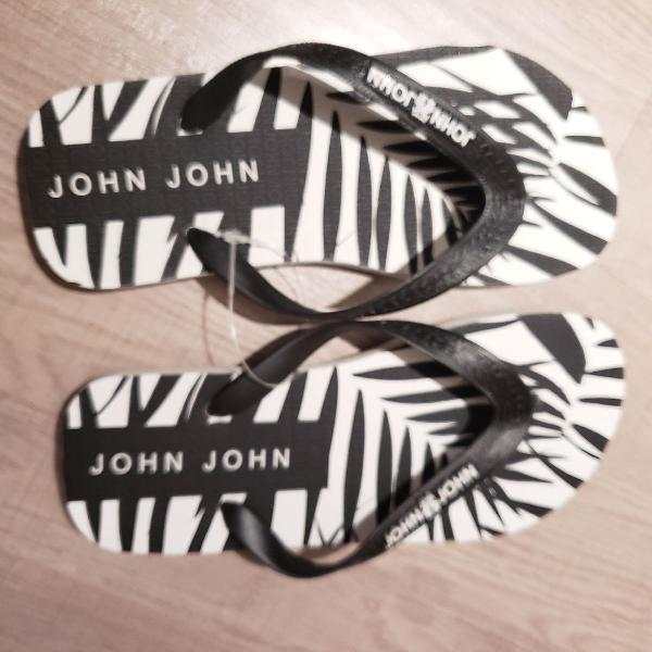 Chinelo john john preto e branco