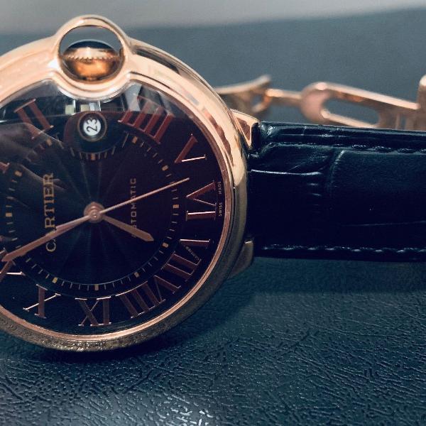 Relógio modelo cartier