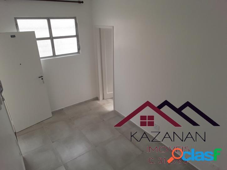 Sala living dividido em 1 dormitório, garagem coletiva, frente mar gonzaga