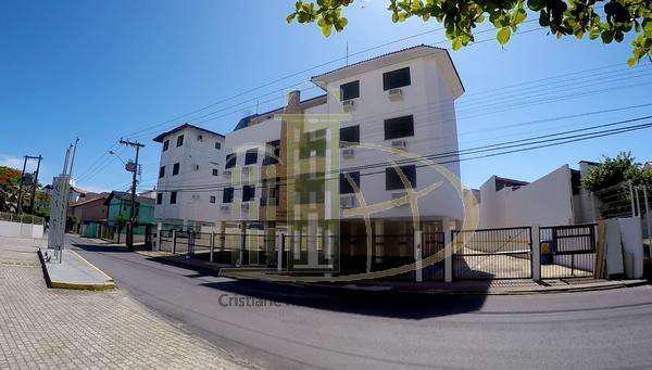Apartamento mobiliado à 70 metros do mar - 02 dormitórios