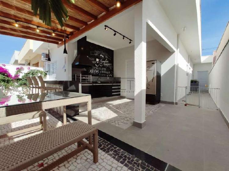 Casa de condomínio para venda possui 143 metros quadrados